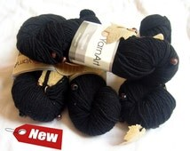 Wintertime yarn, YarnArt yarn, Springtime yarn. Whitr yarn with beads and leafs embedded. Wool acrylic blend sequin beaded, leave chips