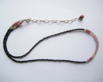Gemstone Necklace ./. Pink and Black Necklace ./. Rubies and Black Spinel Beads ./. Minimalist Necklace ./. Collier Pierres ./. Faceted Bead