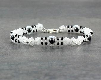 Black and White Bracelet - Beaded Chain Bracelet - Seed Bead Jewelry - Layering Bracelet - Beadwork Minimalist Jewelry