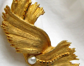 New Lower Price! Vintage Goldtone Super Textured Twisty  Seaweed Strand Brooch with A Single, Perfect Faux Pearl