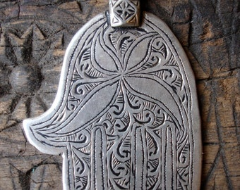 Moroccan hand engraved Hand  with four point star or flower  (L)