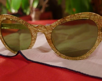 GOLDEN LIFE--Killer 1950s Gold Confetti Lucite Cat Eye Sunglasses
