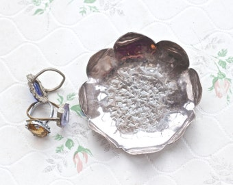 Lotus Flower Trinket Dish - Dark Silver Ring holder