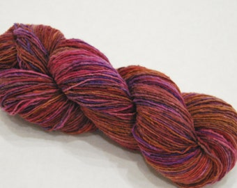 Hand dyed worsted merino wool  yarn, 100g-Berry pie