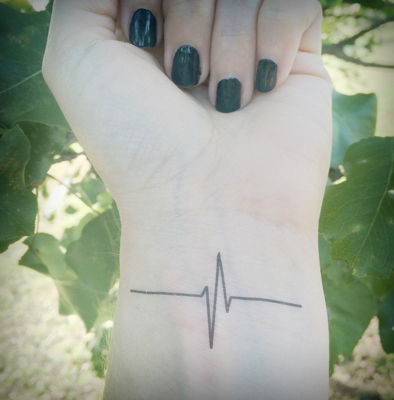 battement de coeur tattoo tatouage temporaire ecg. Black Bedroom Furniture Sets. Home Design Ideas