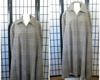 Sale Vintage 1960s 1970s Cape Plaid Wool Tweed Houndstooth Outerwear Brown Beige Blue Ochre Yellow M L XL Plus One Size Fits All Cloak