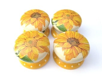 Door Knob, Wooden Drawer Knob, Sunflower Design, 50mm, Drawer Pull, Cabinet Knob, Sunflower Door Knob, Shabby Chic Knob