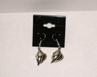 """Clearance!!  Silvertone Shell  1"""" L. Earrings"""