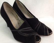 Vintage 1940s Black Suede Peep Toe Heels / 40s Designer Art Deco Open Toe Shoes Size 6 1/2 Rockabilly Pinup