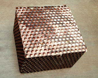 "Delaforja Tri-Metal Honeycomb Box with Individualized Pendants (model shown with ""no Pendant"" option)"
