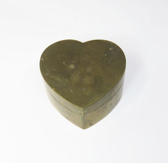 Antique brass heart shape ring box trinket box vintage ring for Heart shaped engagement ring box