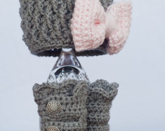 Girl Hat and Boot Set, Gray with Pink, Crochet, Baby, Photo Prop, MADE TO ORDER, (Newborn thru One Year Sizing)