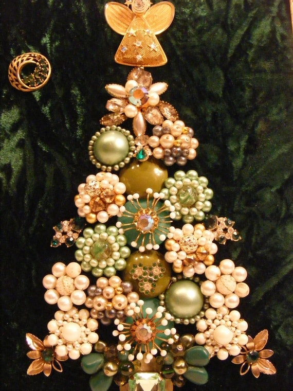 Vintage jewelry framed mint green and gold christmas tree with for Green and gold christmas tree