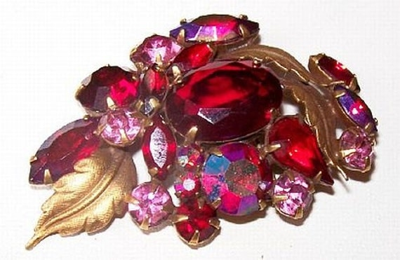 """Red Pink Rhinestone Brooch Pin Gold Metal Flower Cluster Holiday Mid Century 2.5"""" Vintage"""