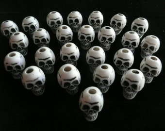 HALLOWEEN Skulls White Synthetic Beads  25 Pieces