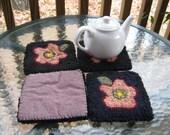 4 Hooked wool flower coasters