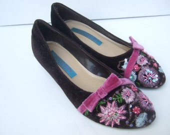 Brown velvet with embroidery and beads kitten heels shoes size 7 M
