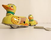 Wind-up Tin Toy running Duck and baby goose vintage 1960
