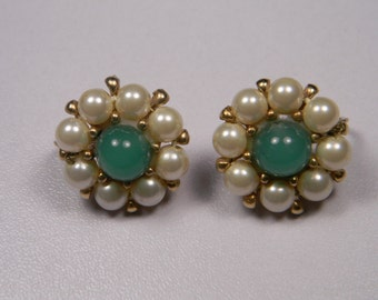 Green Faux Pearl Earrings, Gold Tone ClassicVintage Clip Ons, Domed Green Center,