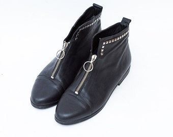 Vintage black leather women flat ankle boots with zipper and studs