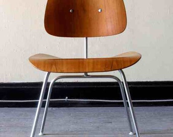 Original Eames DCM chair. Mid century modern.Herman Miller