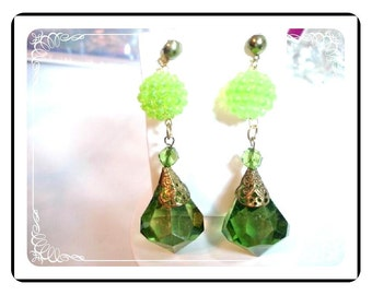 Dangling Green Earrings - Awesome -These Make A Statement E433a-04081200