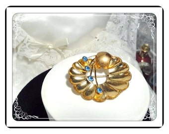 Vintage Blue Rhinestone Flower Brooch - Gold Tone Pressed Metal   -   Pin-1787a-032313000