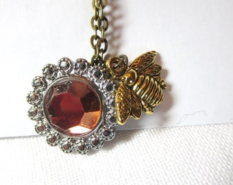 Bee necklace -Honey bee  jewelry - Flower and Busy Bee  necklace- Botanical jewelry