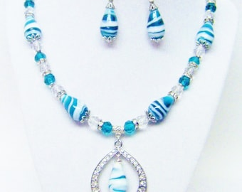 Turquoise & White Swirl Glass Bead w/Pendant Necklace/Earrings Set
