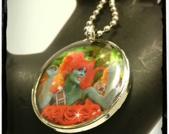 Beetlejuice Miss Argentina Pendant Necklace