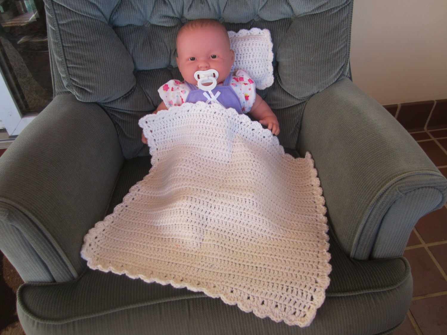 white crocheted baby doll blanket quilt and pillow set. Black Bedroom Furniture Sets. Home Design Ideas