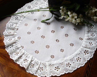 Vinage doily cottage chic, country decor, dresser linens, 12 inches round, lace edging