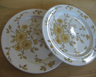 Anchor Hocking Devonshire Ironstone dinner plates with yellow flowers Good Set of 2