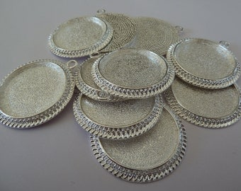 10 x Silver plated round cameo style 30mm pendant trays