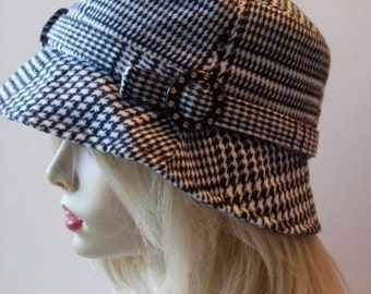 Vintage  Houndstooth Cloche Hat  Beaconhillcollect  We Ship Internationally