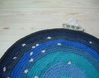 The boat in a sea of stars. Circular rug made from recycled clothes