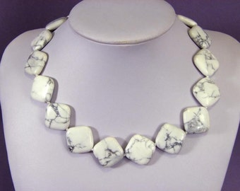 Necklace White Turquoise Howlite 23mm Rhombus NSTW5763