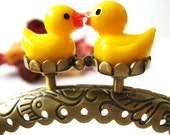 8.5cm Antique Brass Bronze Flora Pattern Embossed Half Round Sewing Purse Frame with Cute Yellow Duck Bead Clasp Clip - 1pc