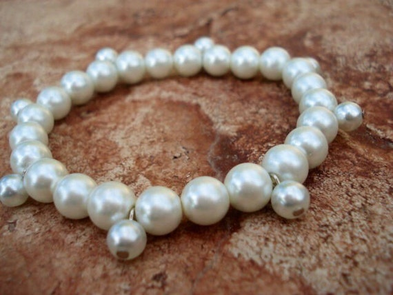 Pearl Bracelet, Wedding Jewelry, Wedding Bracelet, Pearl Charm Bracelet, White Bracelet, Bracelet in Handmade, Beaded Stretch Bracelet