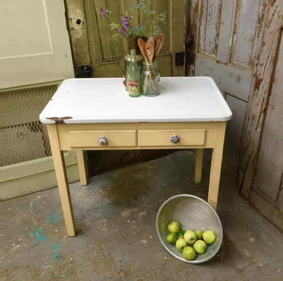 Yellow enamel top table small vintage farmhouse kitchen table for Yellow farmhouse table