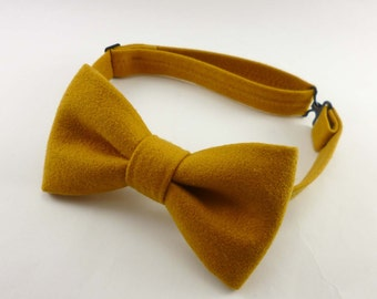 Gold suede bow tie – golden tone faux suede mens bow tie – unisex size for men and women – vegan material – pre tied adjustable bowtie
