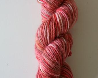 lambswool 100%, 100 gram, 190 meter, wool hand dyedhand , 1 skein rose, pink red, orange colors
