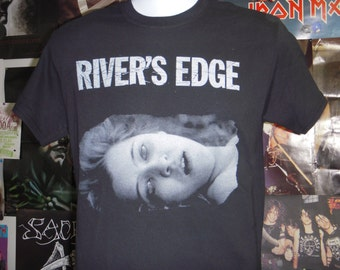 River's Edge Movie T-shirt (FREE SHIPPING in the Usa only) Crispin Glover Keanu Reeves Dennis Hopper Cult Classic Film Slayer Headbangers