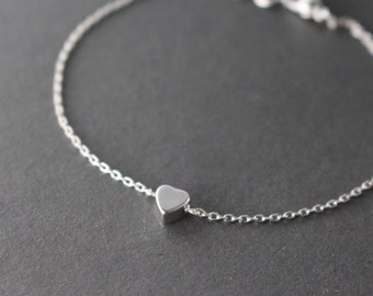 SALE: 20% OFF _- Tiny heart bracelet // Silver