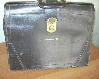 ON SALE vintage Classic briefcase in brown leather