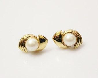 vintage gold tone Pierced Earrings Faux Pearls and rhienstones