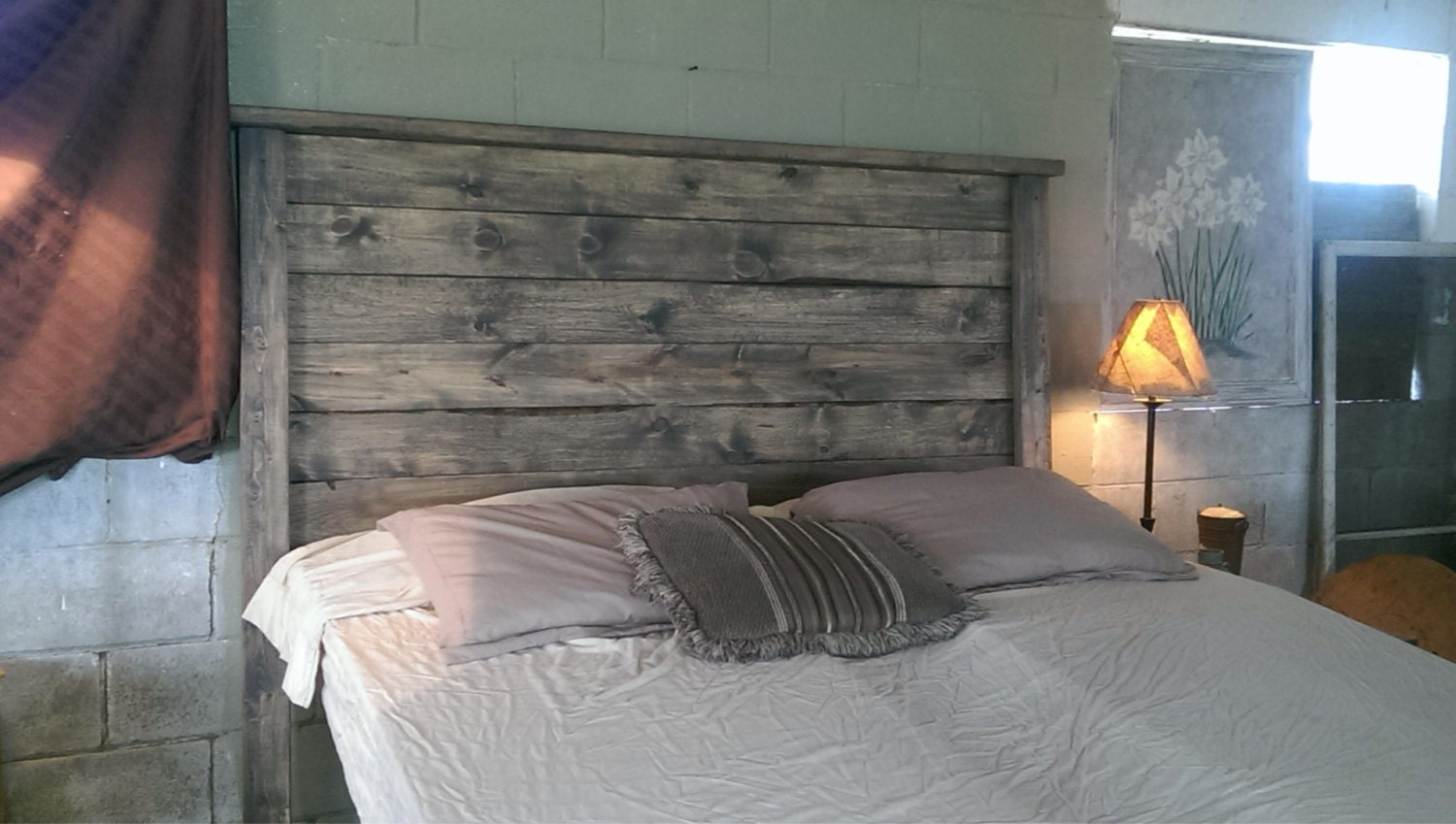 Weathered gray rustic wood headboard weathered - Tete de lit planche bois ...