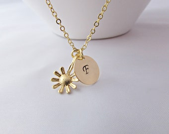Daisy Initial Necklace, Gold Daisy Necklace, Flower Necklace, Bridesmaid Necklace, Bridesmaid Gifts, British Seller UK, Gift for Girls