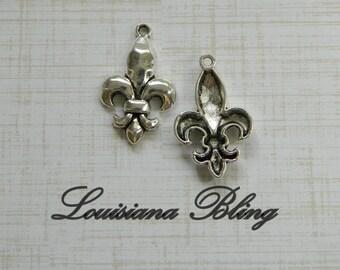 Hammered Fleur De Lis Charms, Silver Fleur De lis charms 6 pieces 30x19mm Antique Silver 6-1-AS