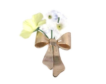 Vintage Gold Bow Brooch, Pin, 1980's Avon Brooch, Gold Bow, Flower Brooch, Pin, 1980's Brooch, Jewelry, Vintage Avon Jewelry